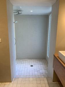 Salle de bain en béton résine