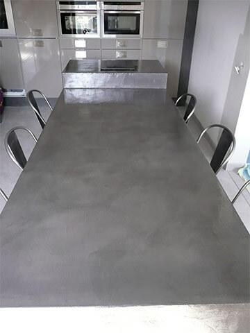 Table et sol en béton ciré